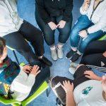Pendant 4 à 6 mois des jeunes agés de 12 à 17 ans bénéficient d'une prise en charge pluridisciplinaire et d'une assistance 24 heures sur 24.            Ici dans le cadre de la prise en charge psychologique, un atelier parole animé par une psychologue.                                      Etablissement de Soins de Suite et Réadaptation pédiatrique spécialisé dans le traitement de l'obésité  -  SSR Les Terrasses. à Niort (79)