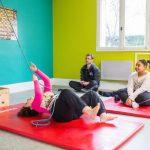 Pendant 4 à 6 mois des jeunes agés de 12 à 17 ans bénéficient d'une prise en charge         pluridisciplinaire et d'une assistance 24 heures sur 24.                                 Ici dans cadre de la prise en charge des activités physiques et sportives, les jeunes et leur educateur sportif pendant des épreuves d' évaluation individuel de réentrainement à l'effort                                                       Etablissement de Soins de Suite et Réadaptation pédiatrique spécialisé dans le traitement de l'obésité  -  SSR Les Terrasses. à Niort (79)