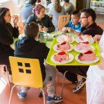 Pendant 4 à 6 mois des jeunes agés de 12 à 17 ans bénéficient d'une prise en charge pluridisciplinaire et d'une assistance 24 heures sur 24.            L'accompagnement socio-éducatif se fait au quotidien , notament pendant la prise des repas.                              Etablissement de Soins de Suite et Réadaptation pédiatrique spécialisé dans le traitement de l'obésité  -  SSR Les Terrasses. à Niort (79)